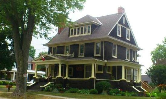 Brown's Manor Bed and Breakfast: First sight