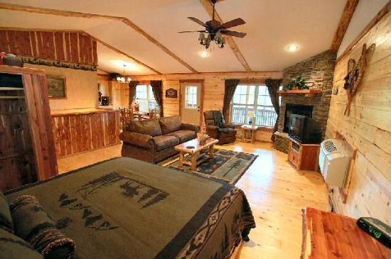 Lake Forest Luxury Log Cabins: Spacious!