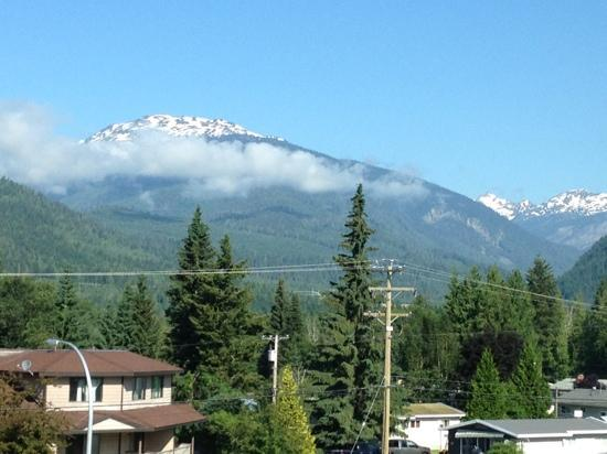 BEST WESTERN PLUS Revelstoke: the view from room 330 on our trip
