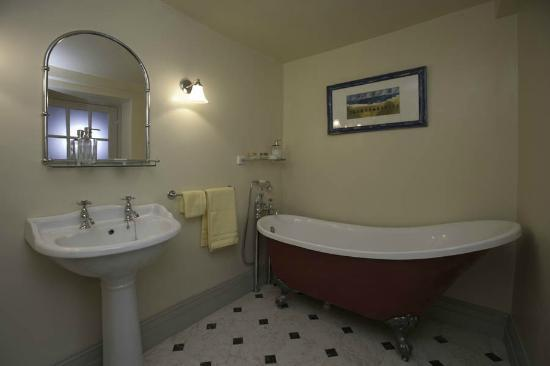 Number 5 B&amp;B: The Garden Room bathroom