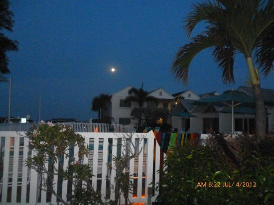 Coconut Beach Resort: Moon over Coconuts from the beach
