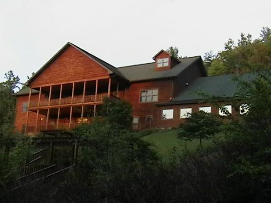 House Mountain Inn: Front left wing.