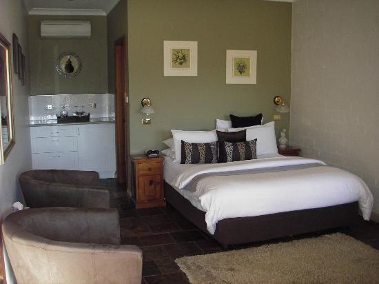 Queen ensuite room