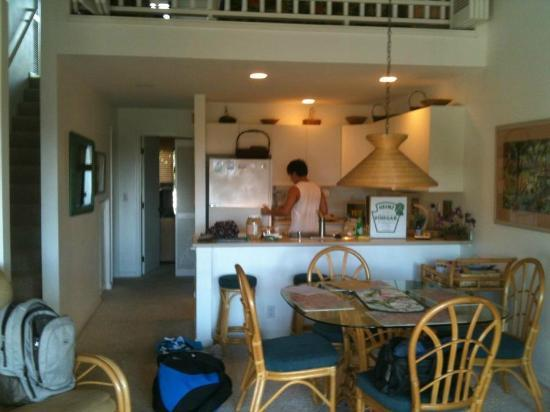 Maui Kamaole: Well-equipped kitchen and dining table. Stairs on left to loft bedroom.