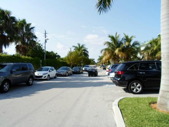 Hyatt Miami at The Blue: Bad parking! yes this is the parking area!