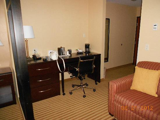 Comfort Suites: Desk