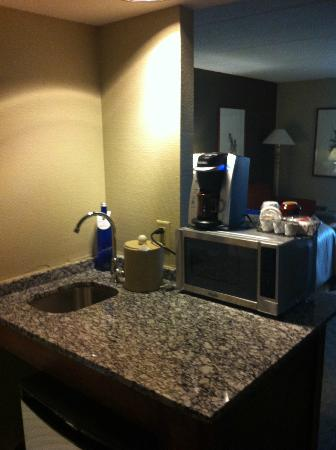 Woodcliff Hotel and Spa: Keurig and microwave