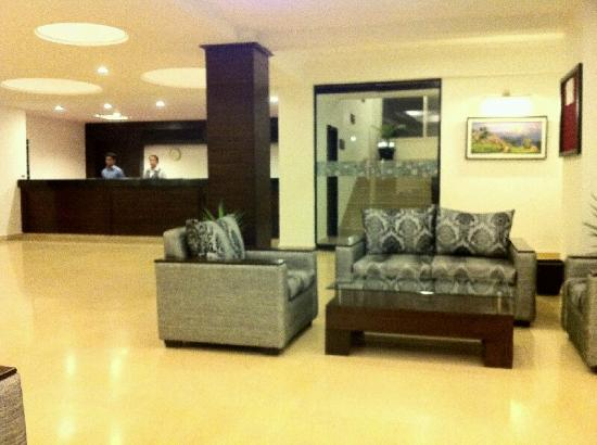 Waterfront Resort Hotel: Foyer