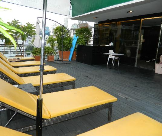 The Heritage Bangkok: Rooftop pool bar
