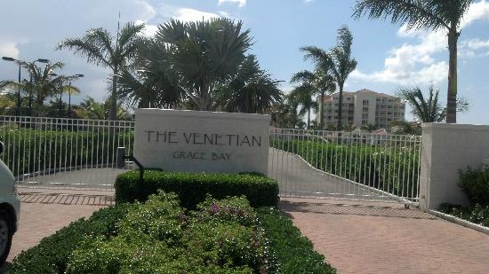 The Venetian on Grace Bay: Gated entrance to property