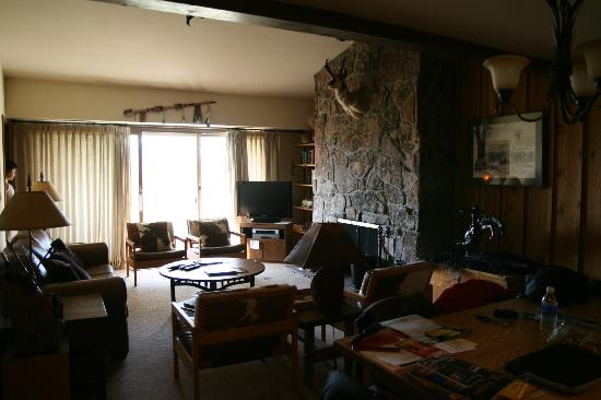 Jackson Hole Resort Lodging: Living room