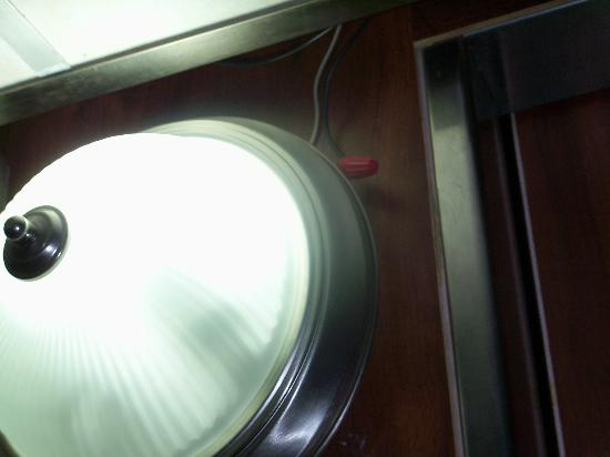 Fort Lauderdale Beach Travelodge: light hanging in elevator