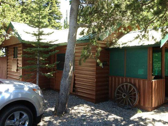 Wagon Wheel RV Campground and Cabins: outside cabin 4