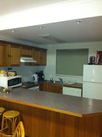 Boambee Bay Resort: Our kitchen...