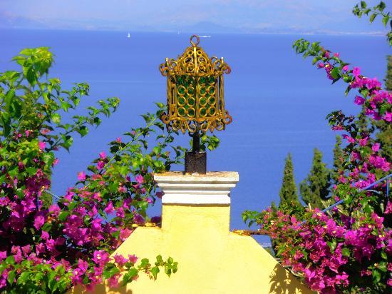Benitses, Grecia: Colors of Greece