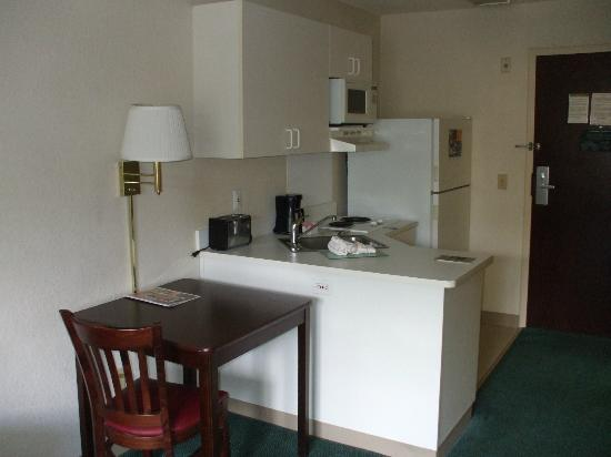 Extended Stay America - Orlando - Convention Center - Westwood Blvd.: small kitchen area has 2 burner electric stove