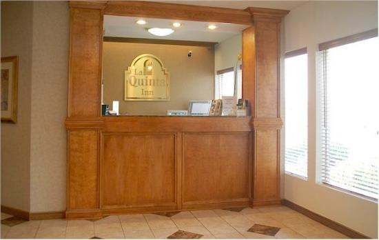 La Quinta Inn Norcross: Front Desk