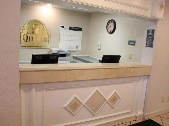 La Quinta Inn Ft. Lauderdale Tamarac East: Front Desk