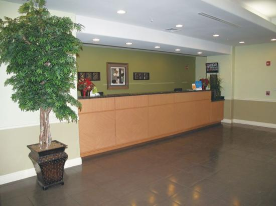 La Quinta Inn &amp; Suites Austin - Cedar Park: Front Desk