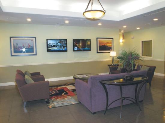 La Quinta Inn &amp; Suites Austin - Cedar Park: Lobby