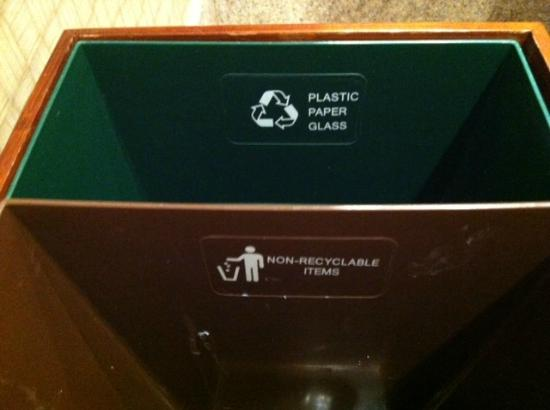 Doubletree Hotel Bethesda: Recycle center