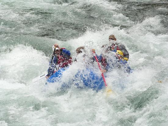 ‪Blue Sky Whitewater Rafting‬