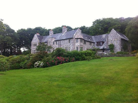 Hotel Ard na Sidhe: Main House from below on the grounds