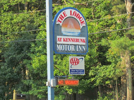 Lodge at Kennebunk Motor Inn: Motel sign