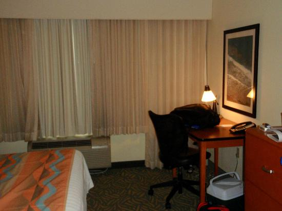 Fairfield Inn &amp; Suites West Palm Beach Jupiter: desk area