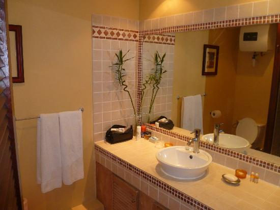 Mount Vernon Beach Resort: BATHROOM