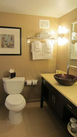 Crowne Plaza Sacramento: Beautiful bathroom