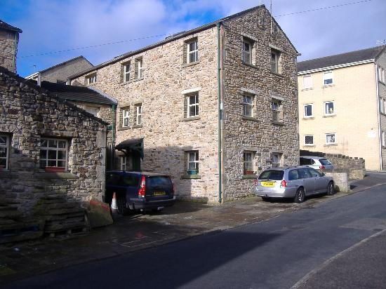 Padiham, UK: Side view of guest house