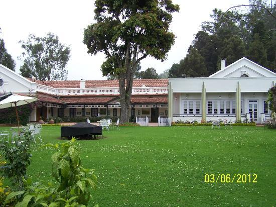 Savoy Hotel Ooty: The main entrance