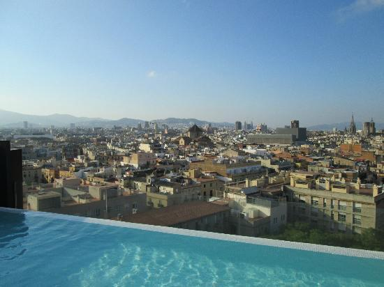 View from the pool area picture of andante barcelona for Barcelona pool garden 4