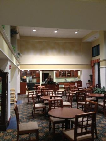 Hampton Inn & Suites Springfield - Southwest: breakfast