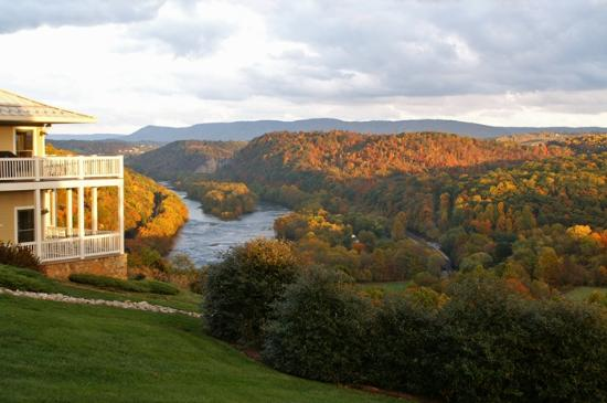 Inn at Riverbend: Fall along the New River