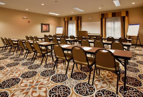 Holiday Inn Express Hotel & Suites Sedalia: Meeting Room