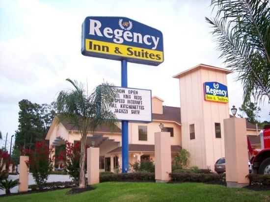 Regency Inn & Suites: Exterior
