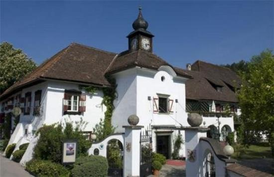 Photo of Hotel Schloss Leonstain Portschach am Worther See