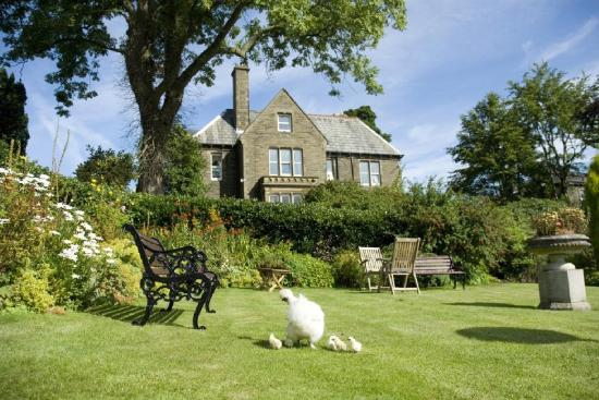 Ashmount Country House: Exterior