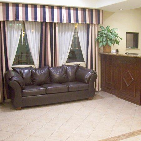 Executive Inn and Suites: Lobby View