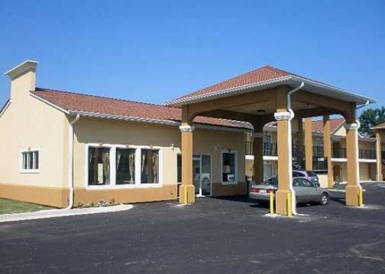 Quality Inn & Suites: Exterior View
