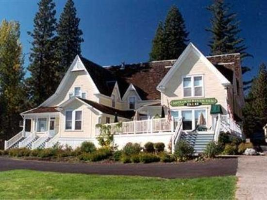 McCloud River Inn: Exterior
