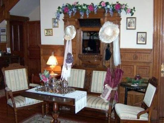Colonel Taylor Inn B&B: Interior