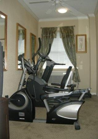 Athens Hotel Suites: Gym