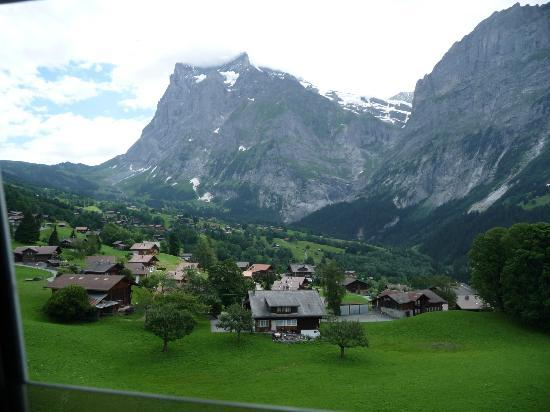 Grindelwald, Szwajcaria: ...and the (good sized) Wetterhorn