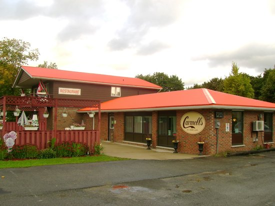 Tiverton, Kanada: Carmells Restaurant ....great burgers.....better Italian