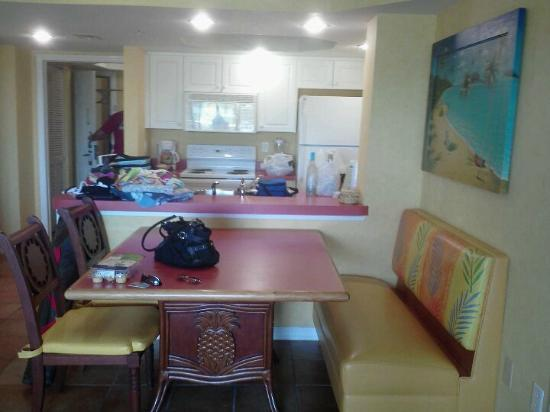 Holiday Inn Club Vacations Cape Canaveral Beach Resort: Dining/kitchen area