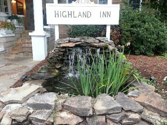 The Highland Inn: Nice on the outside