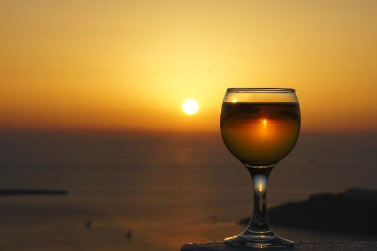 Kasimatis Studios Hotel: Sunset from the balcony, Glass of Mythos. Perfect.